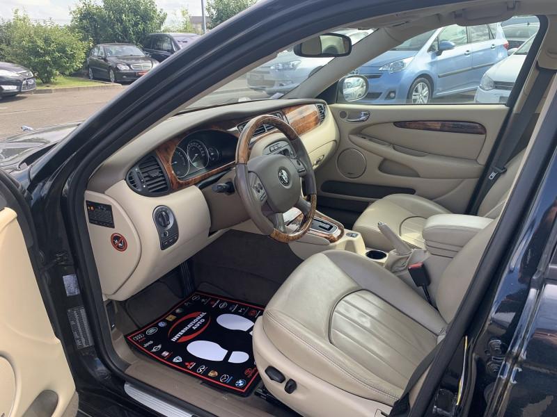 Photo 3 de l'offre de JAGUAR X-TYPE 3.0 V6 EXECUTIVE à 8790€ chez International Auto Auneau