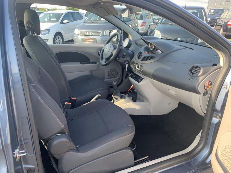 Photo 5 de l'offre de RENAULT TWINGO II 1.5 DCI 65CH DYNAMIQUE à 5790€ chez International Auto Auneau