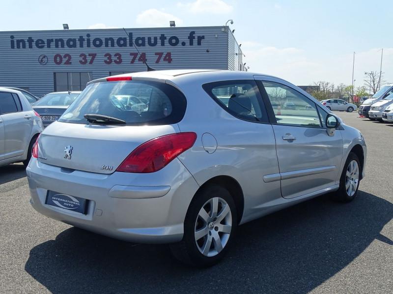 Photo 2 de l'offre de PEUGEOT 308 1.6 VTI 16V PREMIUM 3P à 5490€ chez International Auto Auneau