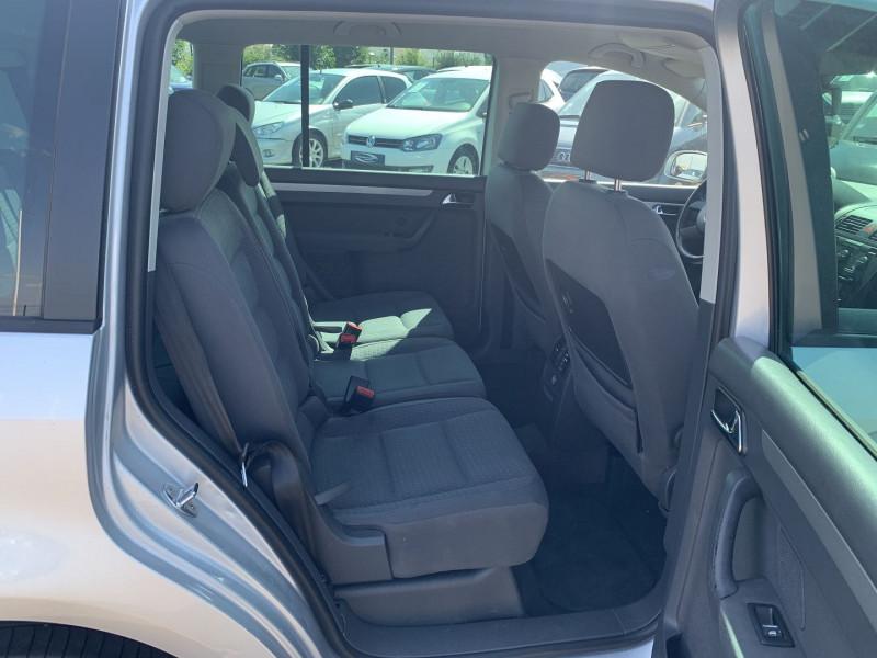 Photo 6 de l'offre de VOLKSWAGEN TOURAN 1.6 FSI 115CH CONFORT 7 PLACES à 4990€ chez International Auto Auneau