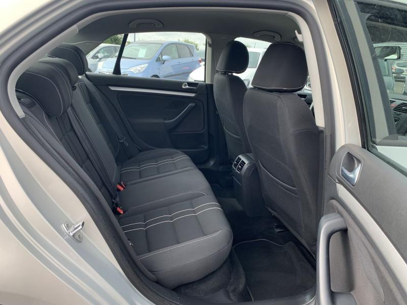 Photo 6 de l'offre de VOLKSWAGEN JETTA 1.6 TDI 105CH FAP TRENDLINE à 6690€ chez International Auto Auneau