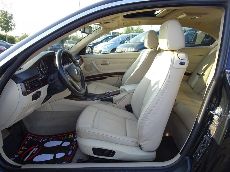 Photo 5 de l'offre de BMW SERIE 3 COUPE (E92) 325IA 218CH LUXE à 11890€ chez International Auto Auneau