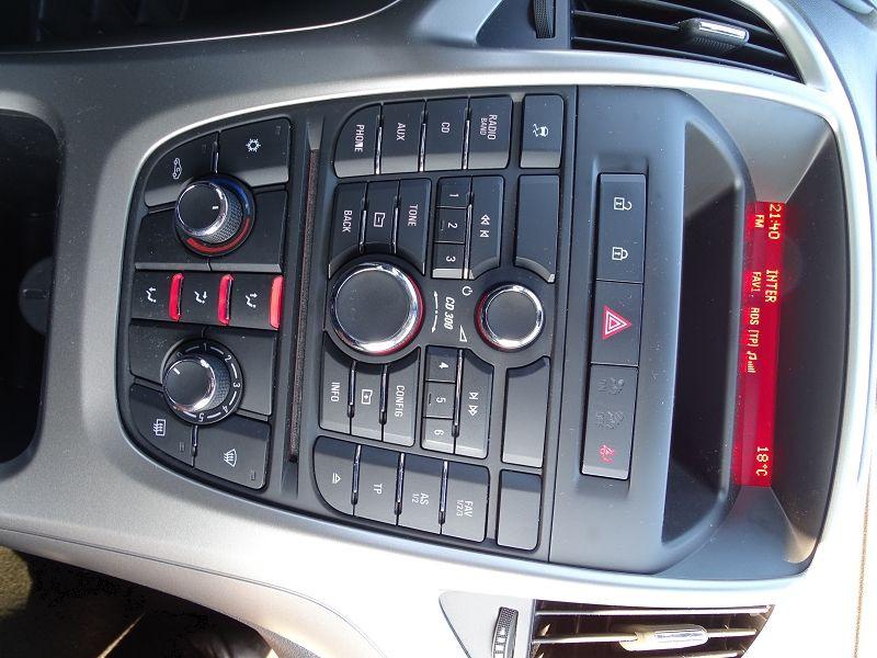 Photo 15 de l'offre de OPEL ASTRA 1.7 CDTI110 FAP BLACK & WHITE à 7890€ chez International Auto Auneau
