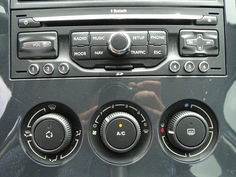 Photo 8 de l'offre de PEUGEOT 5008 1.6 VTI 16V CONFORT PACK 5PL à 5990€ chez International Auto Auneau