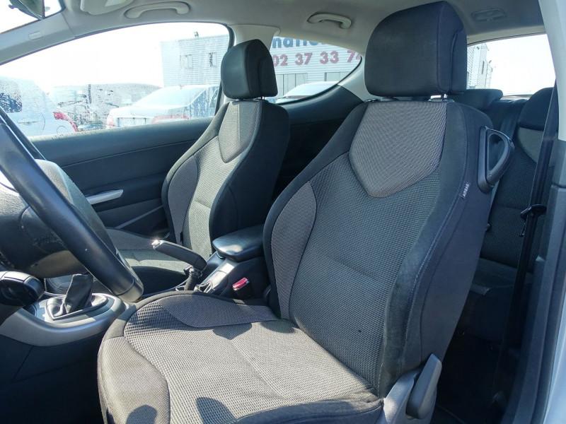 Photo 4 de l'offre de PEUGEOT 308 1.6 VTI 16V PREMIUM 3P à 5490€ chez International Auto Auneau