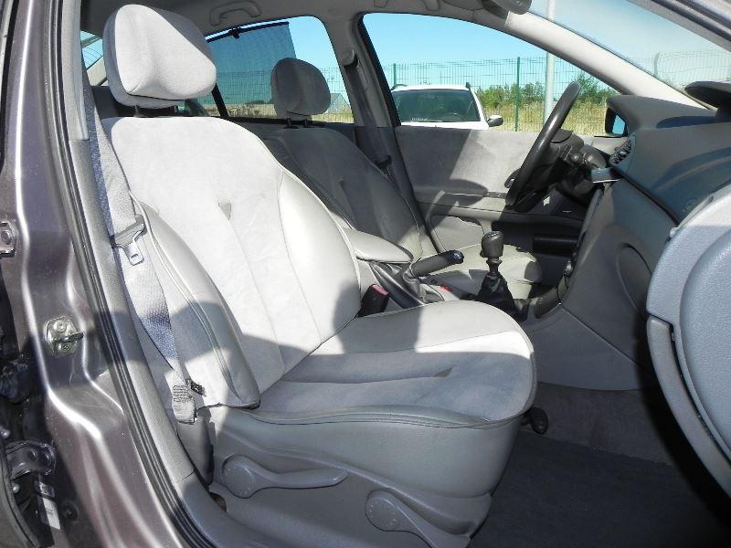 Photo 10 de l'offre de RENAULT LAGUNA II 2.2 DCI 150CH PRIVILEGE à 2990€ chez International Auto Auneau
