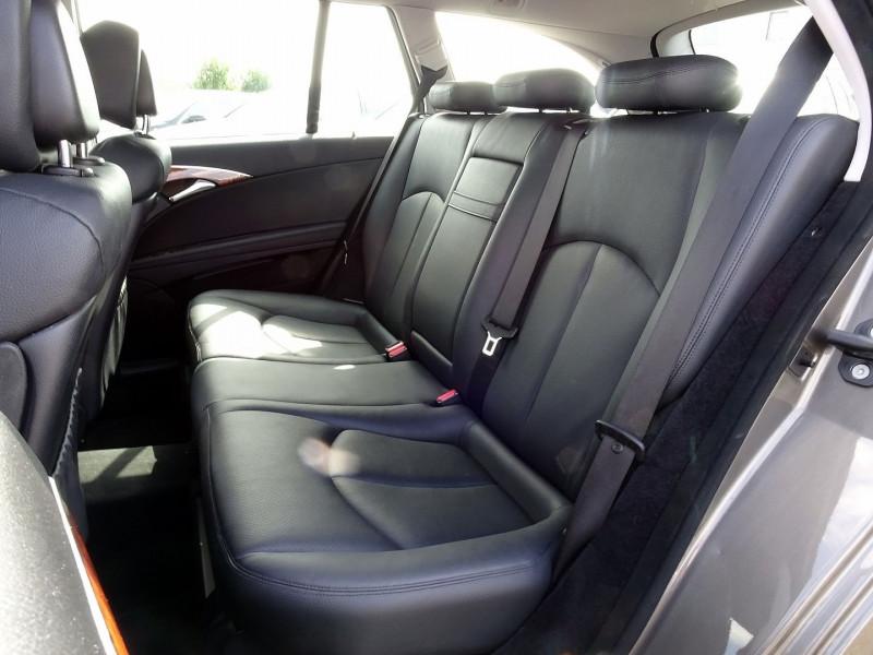 Photo 14 de l'offre de MERCEDES-BENZ CLASSE E BREAK (S211) 200 CDI ELEGANCE OPTIMUM BA à 10990€ chez International Auto Auneau