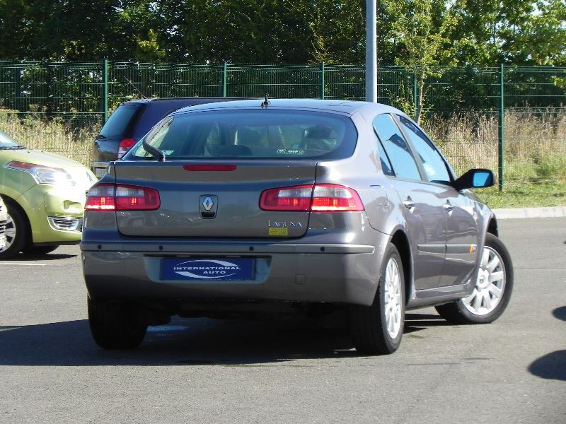 Photo 2 de l'offre de RENAULT LAGUNA II 2.2 DCI 150CH PRIVILEGE à 2990€ chez International Auto Auneau