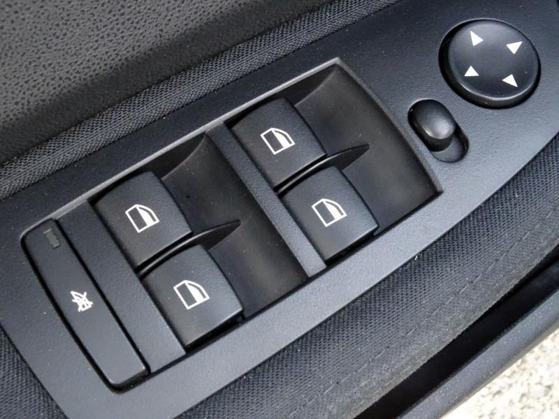 Photo 5 de l'offre de BMW SERIE 1 (E81/E87) 118D 122CH CONFORT 5P à 5890€ chez International Auto Auneau