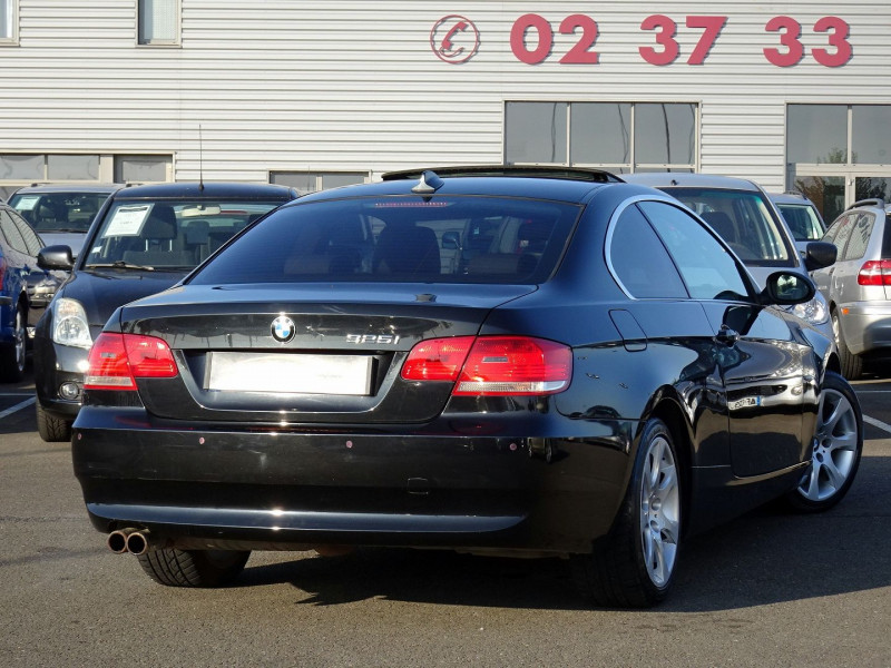 Photo 2 de l'offre de BMW SERIE 3 COUPE (E92) 325IA 218CH LUXE à 11890€ chez International Auto Auneau