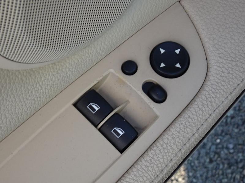 Photo 3 de l'offre de BMW SERIE 3 COUPE (E92) 325IA 218CH LUXE à 11890€ chez International Auto Auneau