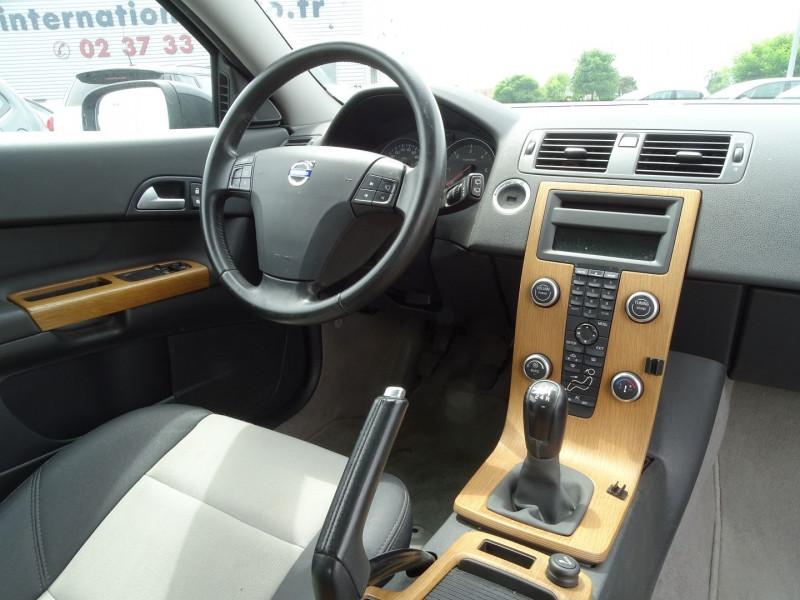 Photo 10 de l'offre de VOLVO C30 1.6 D 110CH DRIVE KINETIC à 7690€ chez International Auto Auneau