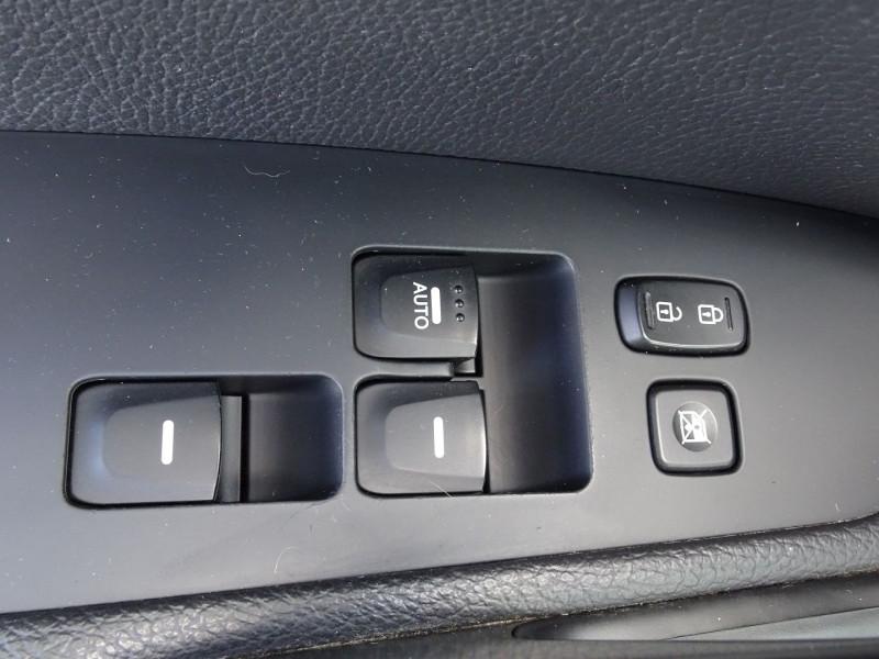Photo 12 de l'offre de HYUNDAI VELOSTER 1.6 GDI PACK PREMIUM à 10390€ chez International Auto Auneau