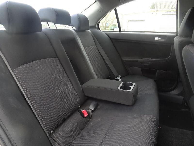 Photo 5 de l'offre de MITSUBISHI LANCER 2.0 DI-D INTENSE 4P à 7490€ chez International Auto Auneau