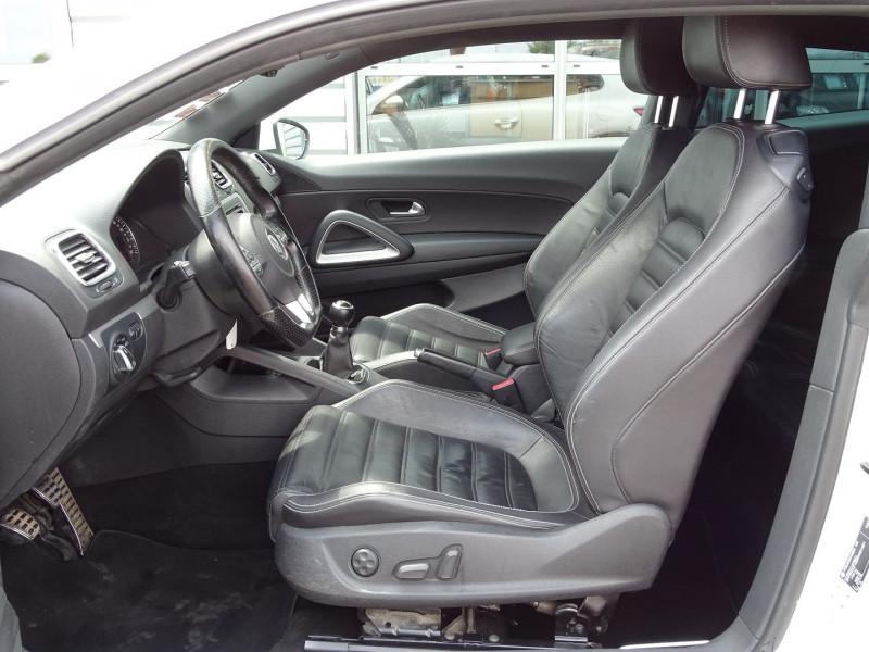 Photo 4 de l'offre de VOLKSWAGEN SCIROCCO 2.0 TDI 140CH FAP CARAT à 11490€ chez International Auto Auneau