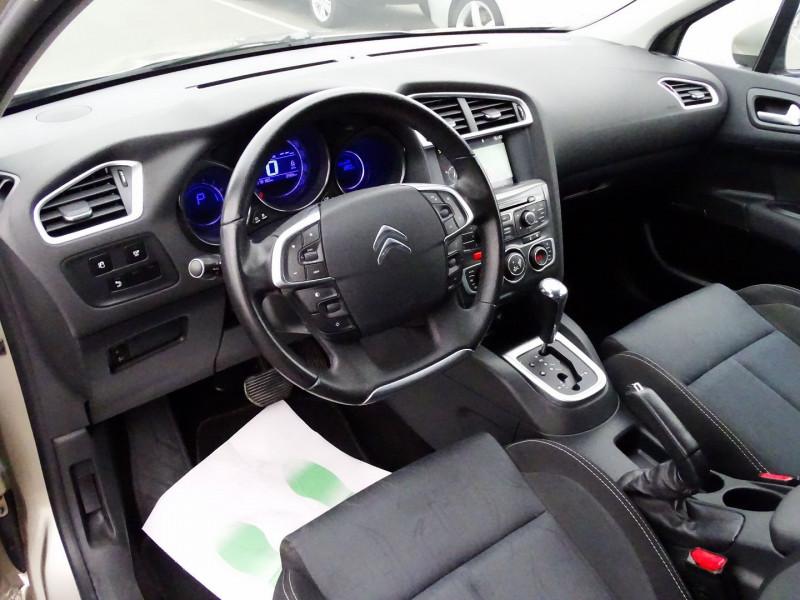 Photo 7 de l'offre de CITROEN C4 1.6 VTI 120CH CONFORT BVA à 8890€ chez International Auto Auneau