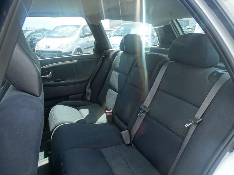 Photo 3 de l'offre de VOLVO V40 1.9 D 115CH TITANIUM à 3990€ chez International Auto Auneau