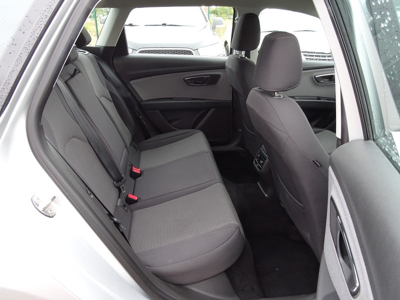 Photo 13 de l'offre de SEAT LEON ST 1.6 TDI 115CH FAP STYLE à 10990€ chez International Auto Auneau