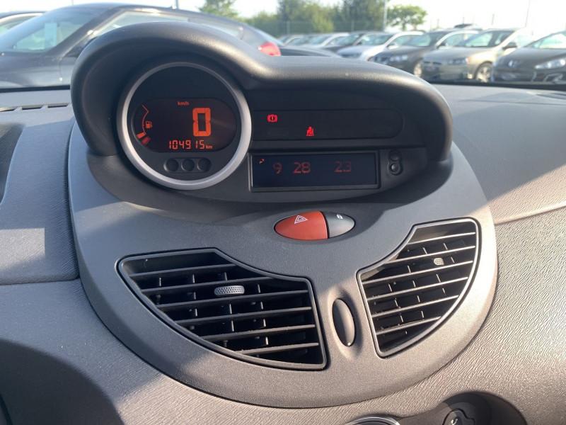 Photo 9 de l'offre de RENAULT TWINGO II 1.5 DCI 65CH DYNAMIQUE à 5790€ chez International Auto Auneau