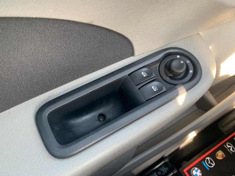Photo 11 de l'offre de RENAULT TWINGO II 1.5 DCI 65CH DYNAMIQUE à 5790€ chez International Auto Auneau