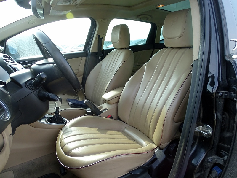 Photo 3 de l'offre de LANCIA DELTA 2.0 MULTIJET 165 16V DPF PLATINO à 7490€ chez International Auto Auneau