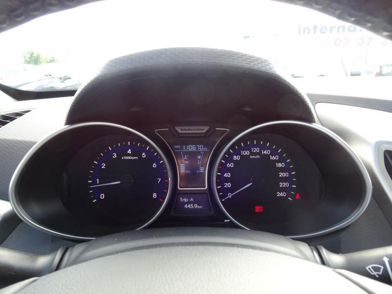 Photo 18 de l'offre de HYUNDAI VELOSTER 1.6 GDI PACK PREMIUM à 10390€ chez International Auto Auneau