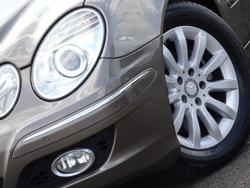 Photo 3 de l'offre de MERCEDES-BENZ CLASSE E BREAK (S211) 200 CDI ELEGANCE OPTIMUM BA à 10990€ chez International Auto Auneau