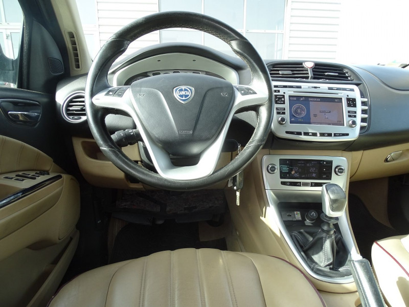 Photo 14 de l'offre de LANCIA DELTA 2.0 MULTIJET 165 16V DPF PLATINO à 7490€ chez International Auto Auneau