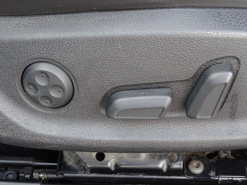 Photo 10 de l'offre de VOLKSWAGEN SCIROCCO 2.0 TDI 140CH FAP CARAT à 11490€ chez International Auto Auneau