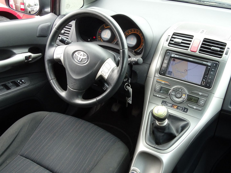 Photo 16 de l'offre de TOYOTA AURIS 126 D-4D FAP DYNAMIC PACK GPS 5P à 6890€ chez International Auto Auneau
