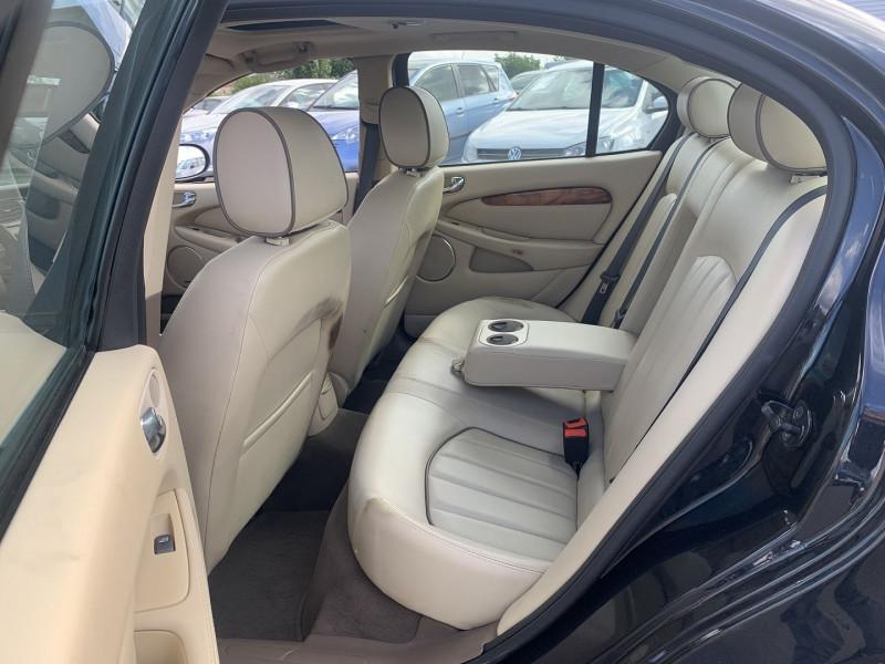Photo 15 de l'offre de JAGUAR X-TYPE 3.0 V6 EXECUTIVE à 8790€ chez International Auto Auneau
