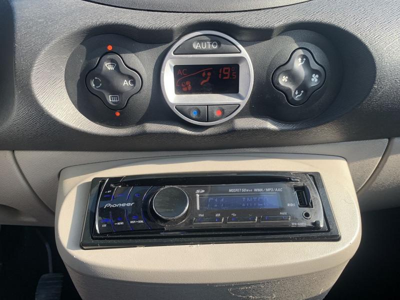 Photo 10 de l'offre de RENAULT TWINGO II 1.5 DCI 65CH DYNAMIQUE à 5790€ chez International Auto Auneau