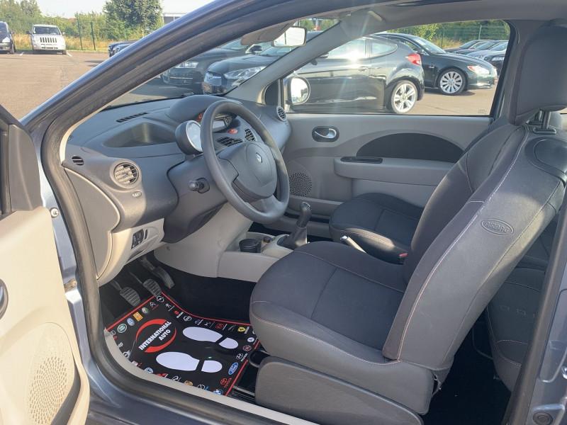 Photo 3 de l'offre de RENAULT TWINGO II 1.5 DCI 65CH DYNAMIQUE à 5790€ chez International Auto Auneau