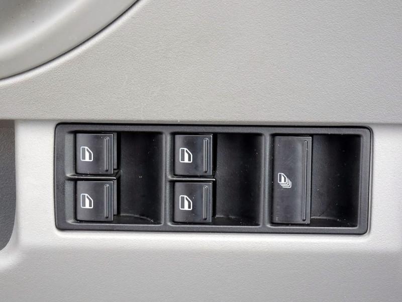 Photo 5 de l'offre de VOLKSWAGEN BEETLE CAB 2.0 115CH CARAT à 9790€ chez International Auto Auneau