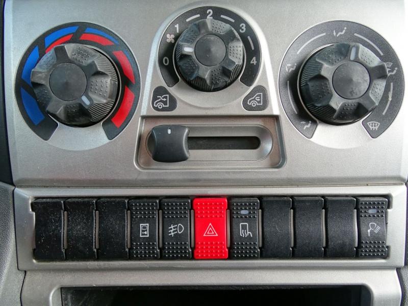 Photo 9 de l'offre de IVECO DAILY CCB 35C11 EMP 3.45M à 14590€ chez International Auto Auneau
