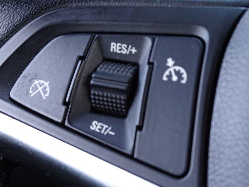 Photo 17 de l'offre de OPEL ASTRA 1.7 CDTI110 FAP BLACK & WHITE à 7890€ chez International Auto Auneau