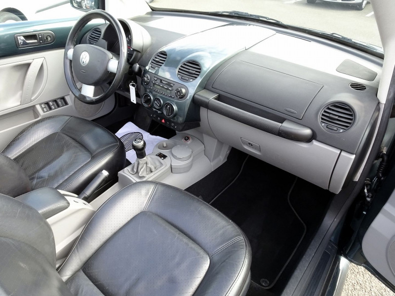 Photo 16 de l'offre de VOLKSWAGEN BEETLE CAB 2.0 115CH CARAT à 9790€ chez International Auto Auneau