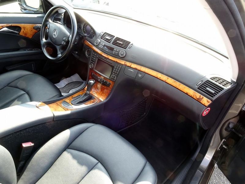 Photo 19 de l'offre de MERCEDES-BENZ CLASSE E BREAK (S211) 200 CDI ELEGANCE OPTIMUM BA à 10990€ chez International Auto Auneau
