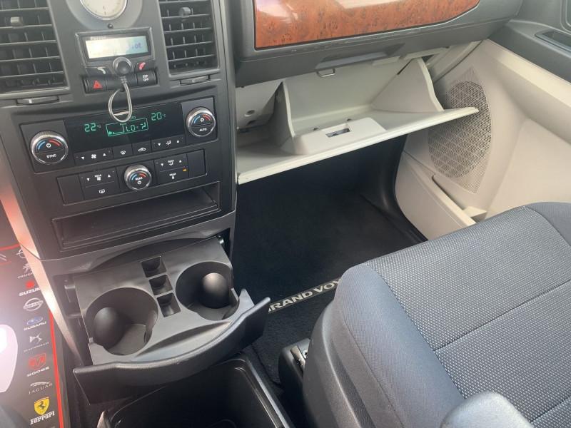 Photo 8 de l'offre de CHRYSLER GRAND VOYAGER 2.8 CRD LX BA à 10890€ chez International Auto Auneau