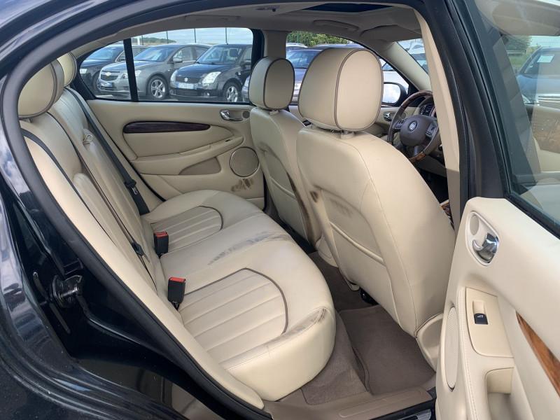Photo 14 de l'offre de JAGUAR X-TYPE 3.0 V6 EXECUTIVE à 8790€ chez International Auto Auneau