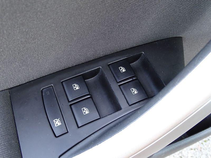 Photo 5 de l'offre de OPEL ASTRA 1.7 CDTI110 FAP BLACK & WHITE à 7890€ chez International Auto Auneau