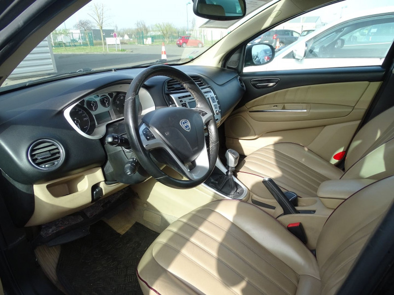 Photo 5 de l'offre de LANCIA DELTA 2.0 MULTIJET 165 16V DPF PLATINO à 7490€ chez International Auto Auneau