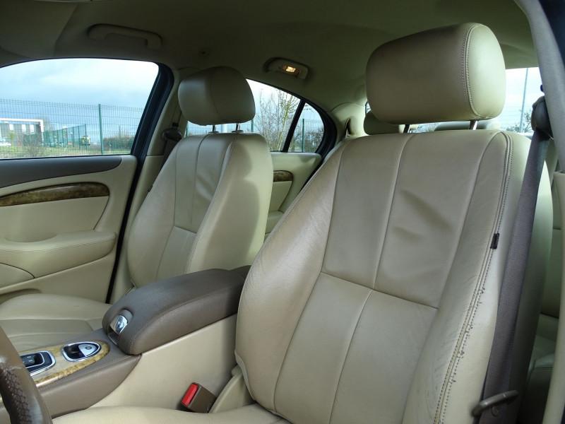 Photo 5 de l'offre de JAGUAR S-TYPE 2.7D BI-TURBO CLASSIQUE BA à 7890€ chez International Auto Auneau