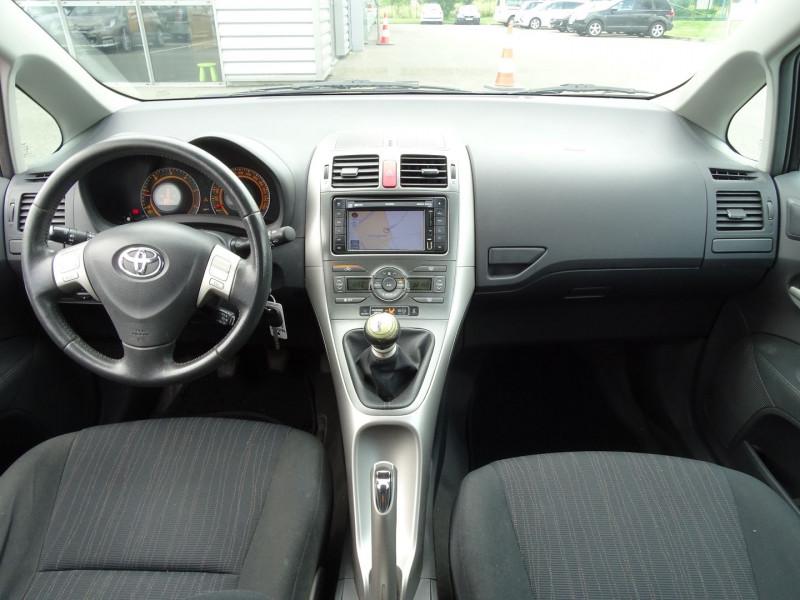 Photo 3 de l'offre de TOYOTA AURIS 126 D-4D FAP DYNAMIC PACK GPS 5P à 6890€ chez International Auto Auneau