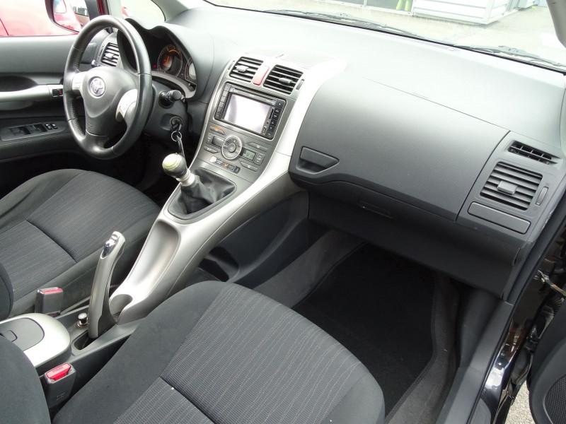 Photo 15 de l'offre de TOYOTA AURIS 126 D-4D FAP DYNAMIC PACK GPS 5P à 6890€ chez International Auto Auneau