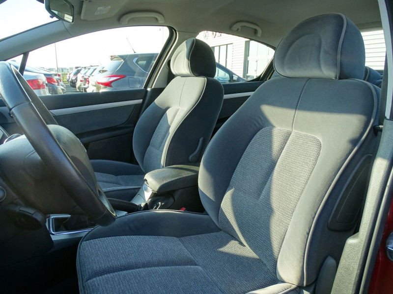 Photo 4 de l'offre de PEUGEOT 407 1.8 16V 125CH EXECUTIVE à 5490€ chez International Auto Auneau