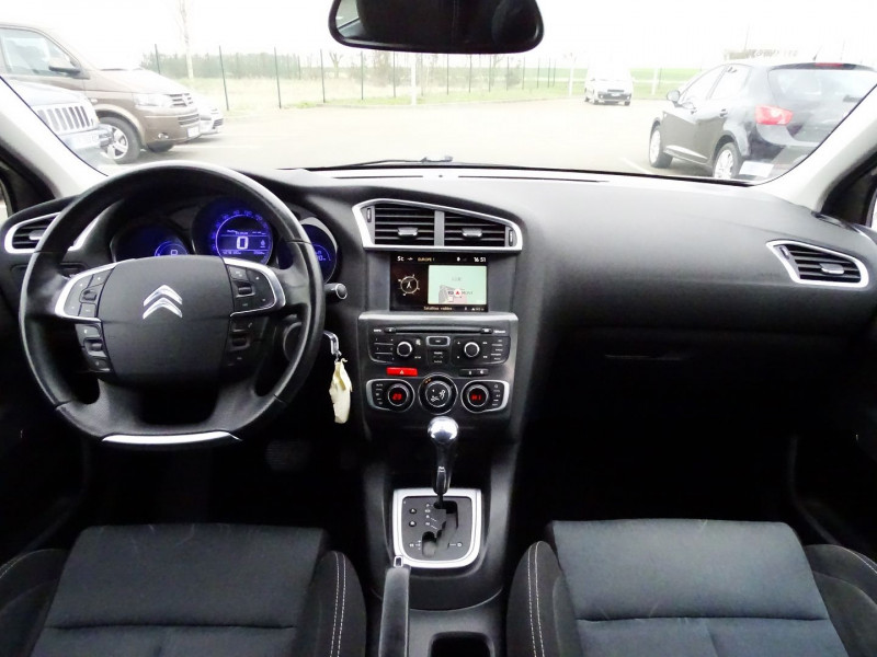 Photo 15 de l'offre de CITROEN C4 1.6 VTI 120CH CONFORT BVA à 8890€ chez International Auto Auneau