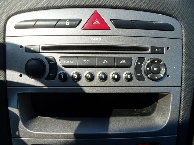 Photo 12 de l'offre de PEUGEOT 308 1.6 VTI 16V PREMIUM 3P à 5490€ chez International Auto Auneau