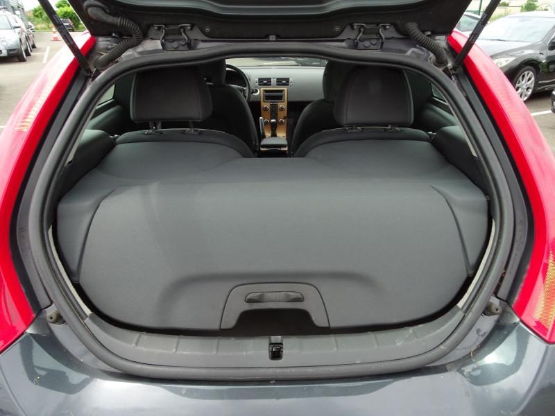 Photo 8 de l'offre de VOLVO C30 1.6 D 110CH DRIVE KINETIC à 7690€ chez International Auto Auneau