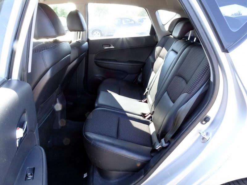 Photo 10 de l'offre de HYUNDAI I30 2.0 CRDI PACK LUXE 5P à 6390€ chez International Auto Auneau